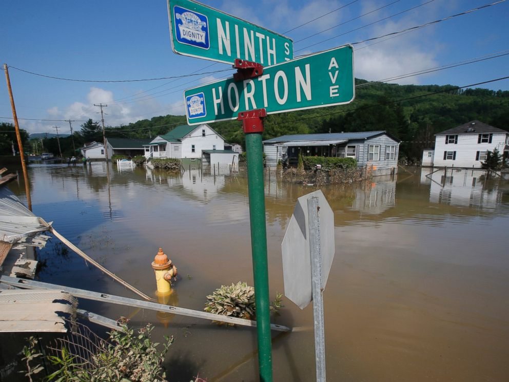 PHOTO: Flooded homes are still surrounded by water in Rainelle, W. Va., June 25, 2016.