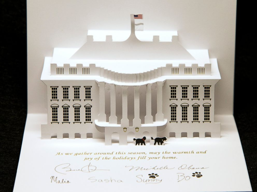 PHOTO: President Barack Obama and first lady Michelle Obamas White House holiday card is displayed at the White House in Washington, Dec. 12, 2013.