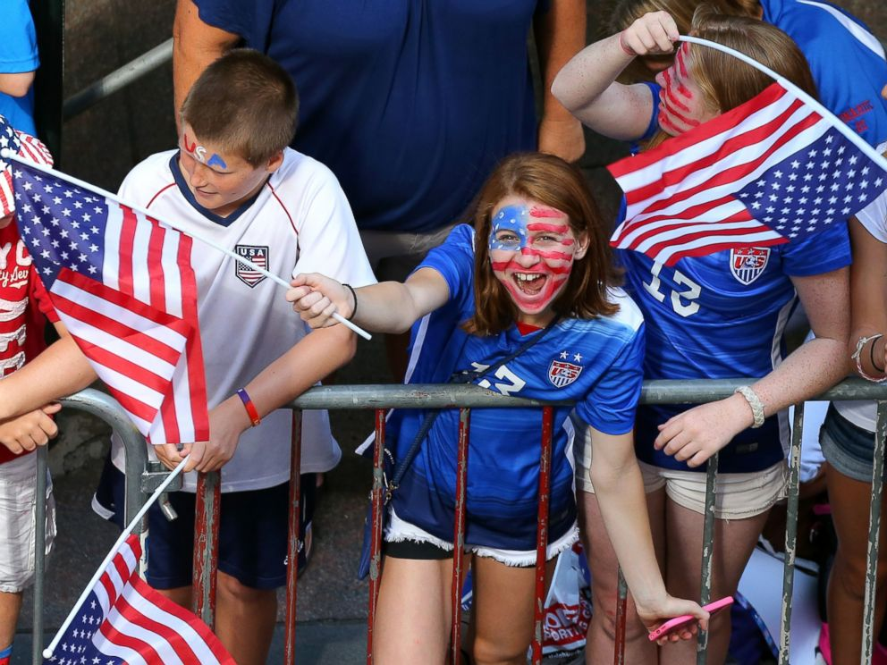 PHOTO: A young fan cheers while waiting for the ticker tape parade to celebrate the U.S. womens soccer team World Cup victory, July 10, 2015, in New York.