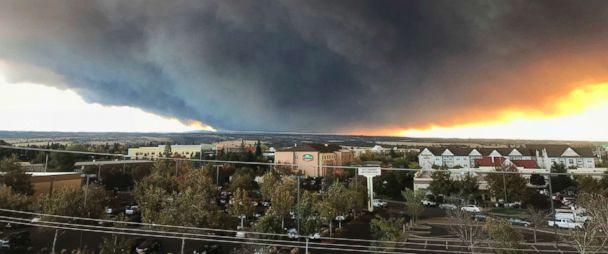 Photo The Massive Plume From The Camp Fire Burning In The Feather River Canyon