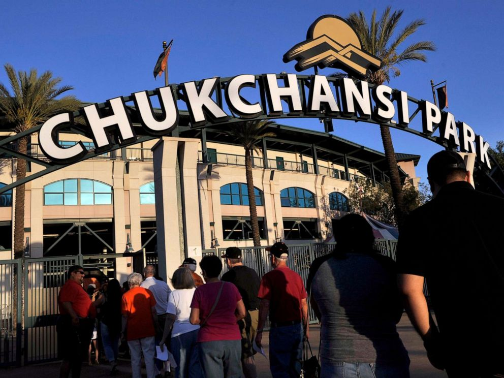 PHOTO: Fans arrive at Chukchansi Park in Fresno, Calif., Sept. 18, 2015, for a minor-league baseball game between the Fresno Grizzlies and the Round Rock Express.