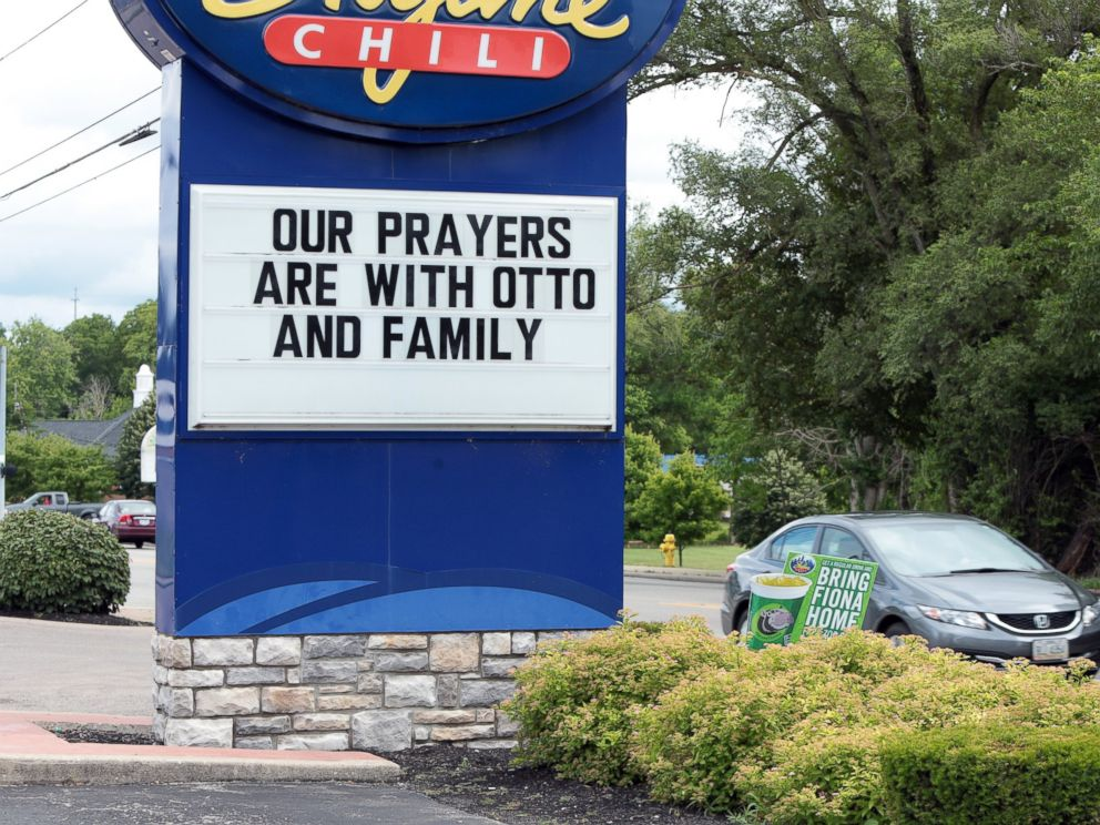 PHOTO: A restaurant shows its support for Otto Warmbier in Wyoming, Ohio, June 15, 2017.