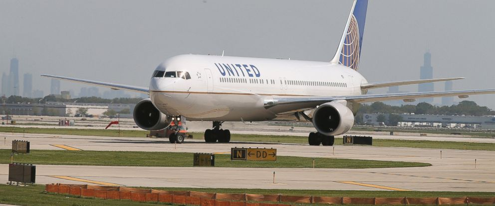 PHOTO: A United Airlines jet taxis at OHare International Airport, on Sept. 19, 2014, in Chicago.