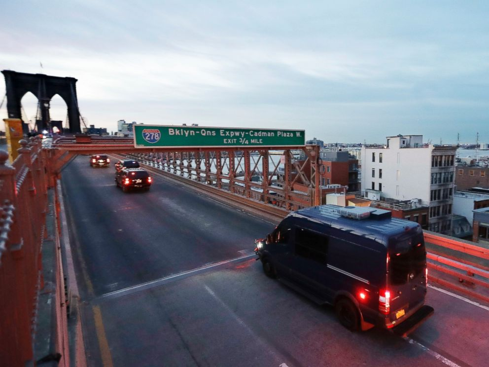 PHOTO: The police motorcade escorting Mexican drug lord Joaquin El Chapo Guzman leaves Manhattan via the Brooklyn Bridge, Feb. 3, 2017, in New York.