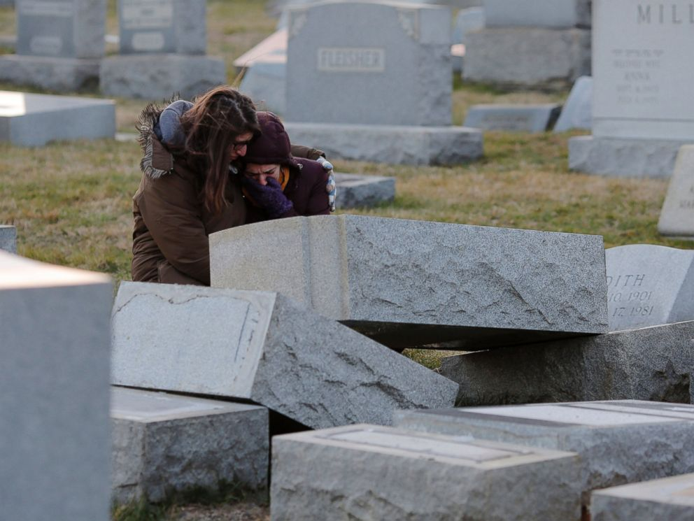 PHOTO: Melanie Steinhardt comforts Becca Richman at the Jewish Mount Carmel Cemetery, Feb. 26, 2017, in Philadelphia.