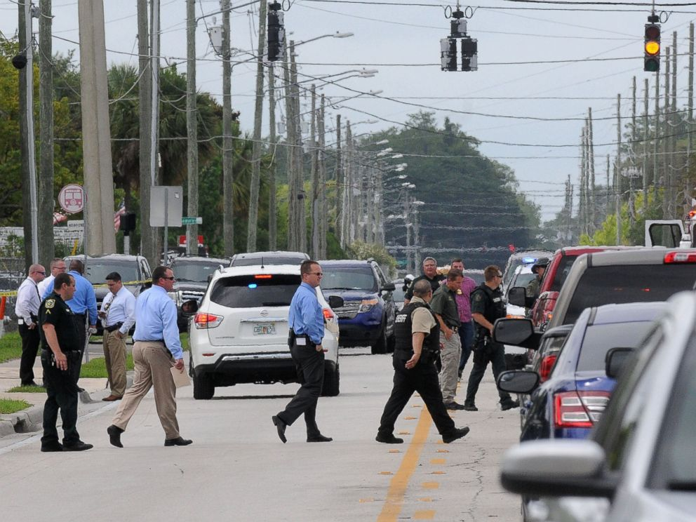 PHOTO: Investigators work the scene of a multiple shooting at an area business in an industrial area, June 5, 2017, near Orlando, Fla.