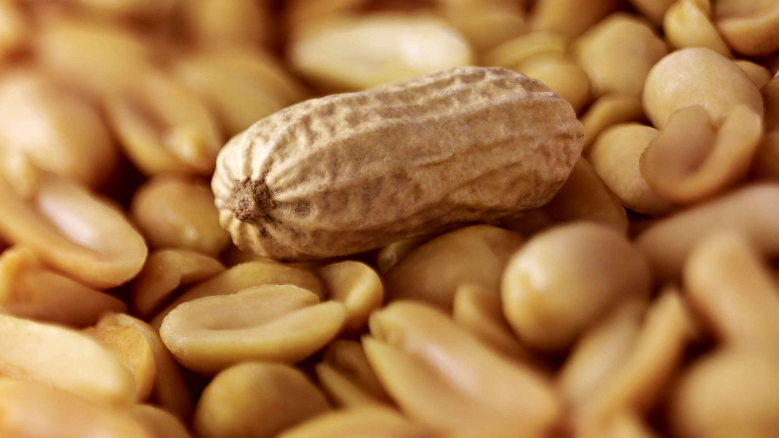 Watch 29 Amazing Benefits Of Peanuts (Mungfali) For Skin, Hair And Health video