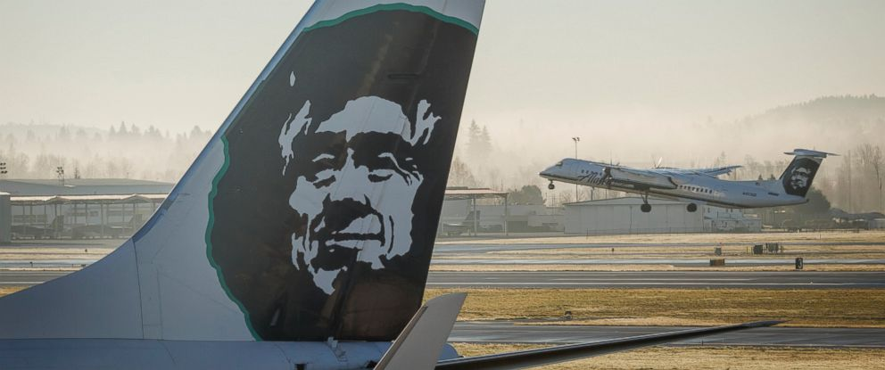 PHOTO: Alaska Airlines Horizon Air Bombardier Q400 plane takes-off at the Portland, Oregon International Airport, December 30, 2015.