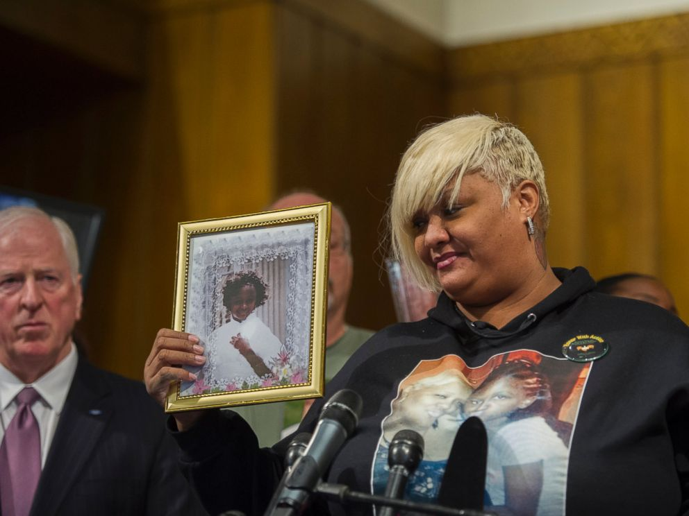 PHOTO: WASHINGTON, DC - DECEMBER 11: Ashake Banks, of Chicago Illinois, introduces herself to the audience as she holds a photo of her daughter Heaven Sutton, 7, who was shot by a stray bullet on Chicagos west side on June 27, 2012.