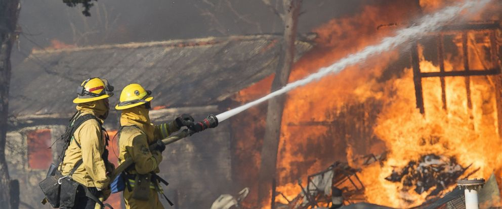PHOTO: Multi-agency fire crews battle the Clayton Fire as structures catch on fire in Lower Creek, California, on Aug. 14, 2016.