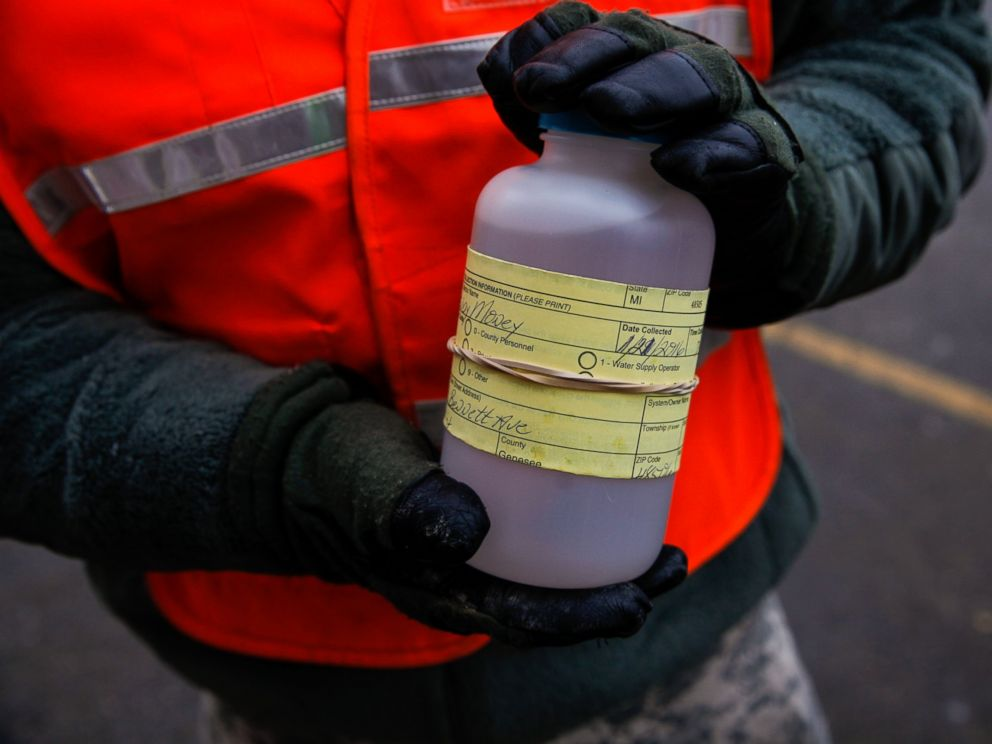 PHOTO: The National Guard receives water samples from residents at a fire station Jan. 21, 2016 in Flint, Mich.