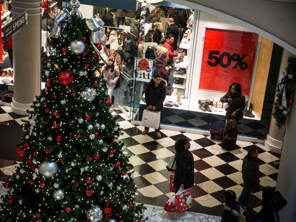 PHOTO: People shop at Manhattan Mall in New York City.