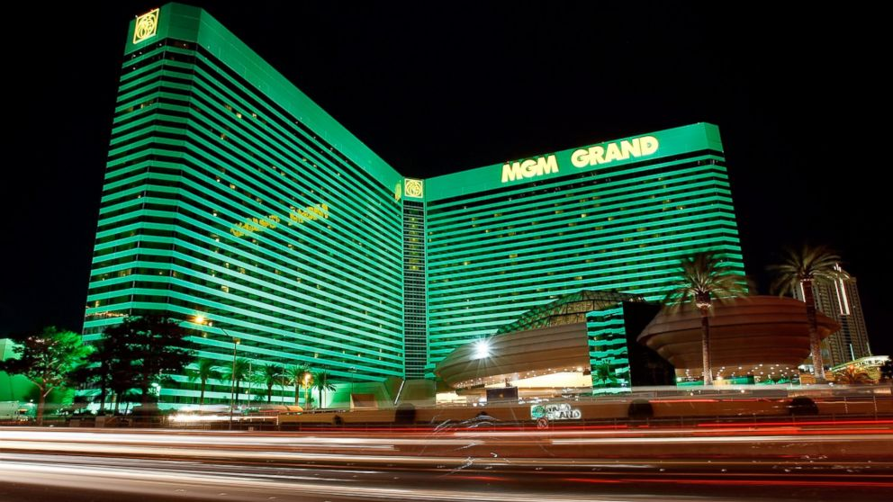 New Hampshire Couple Wins 2 4m In Mgm Grand S Lion S