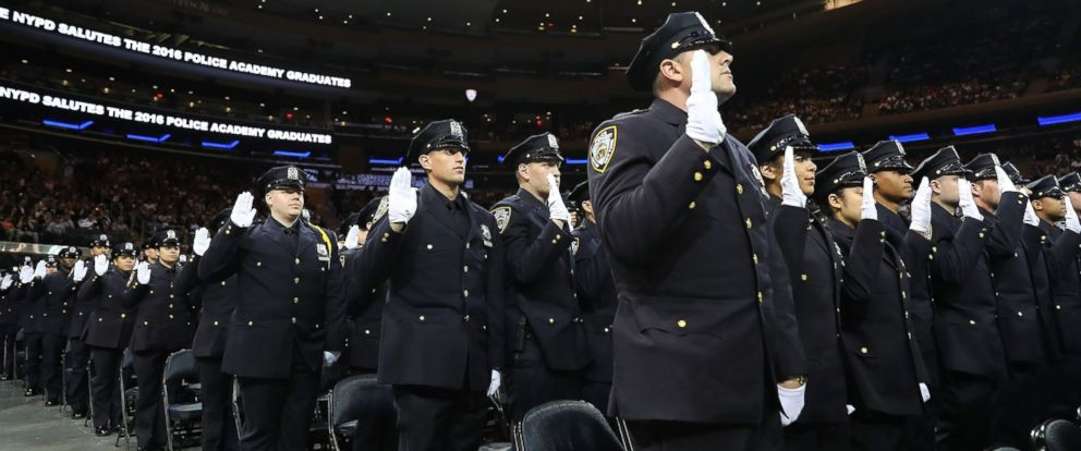 PHOTO  New members of New York Citys police departments graduating class  participate in a swearing 15e58e687f8