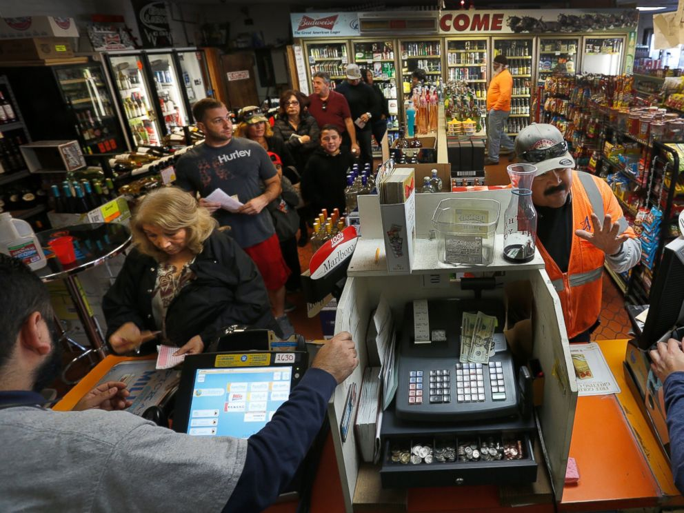 PHOTO:A line begins to wrap around the inside of Mr. Cs Liquor in San Pedo, Ca., which has been doing a brisk business in Powerball ticket sales in the lead up to a jackpot of more than one billion dollars, Jan. 12, 2016.