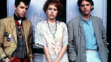 PHOTO: Jon Cryer, Molly Ringwald and Andrew McCarthy on set of the film Pretty In Pink, 1986.
