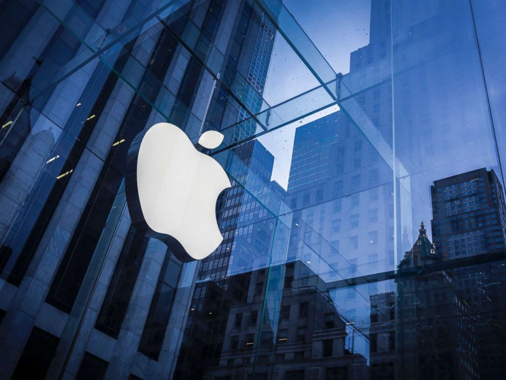 PHOTO: The Apple logo is viewed at an Apple Store in New York. February 25, 2016.