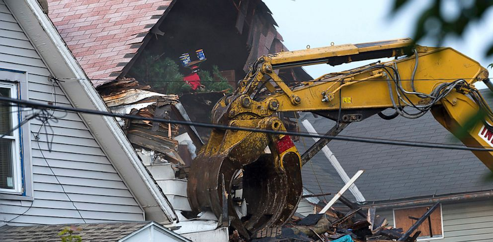 PHOTO: A crane demolishes the home of Ariel Castro, Aug. 7, 2013 in Cleveland, Ohio.