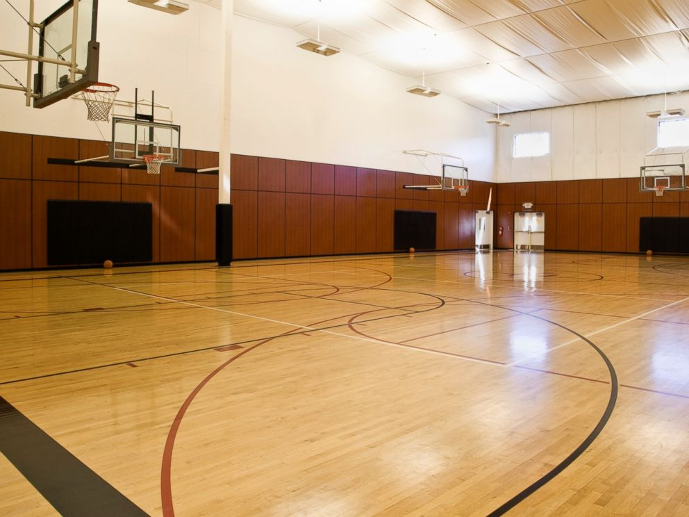 Just how long is 35 feet even the supreme court isn 39 t for How much is an indoor basketball court