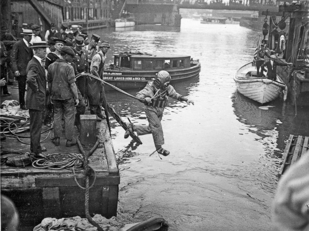 PHOTO: A rescue worker, dressed in a diving suit, leaps into the Chicago River at the site of the Eastland disaster, July 24, 1915, in Chicago.