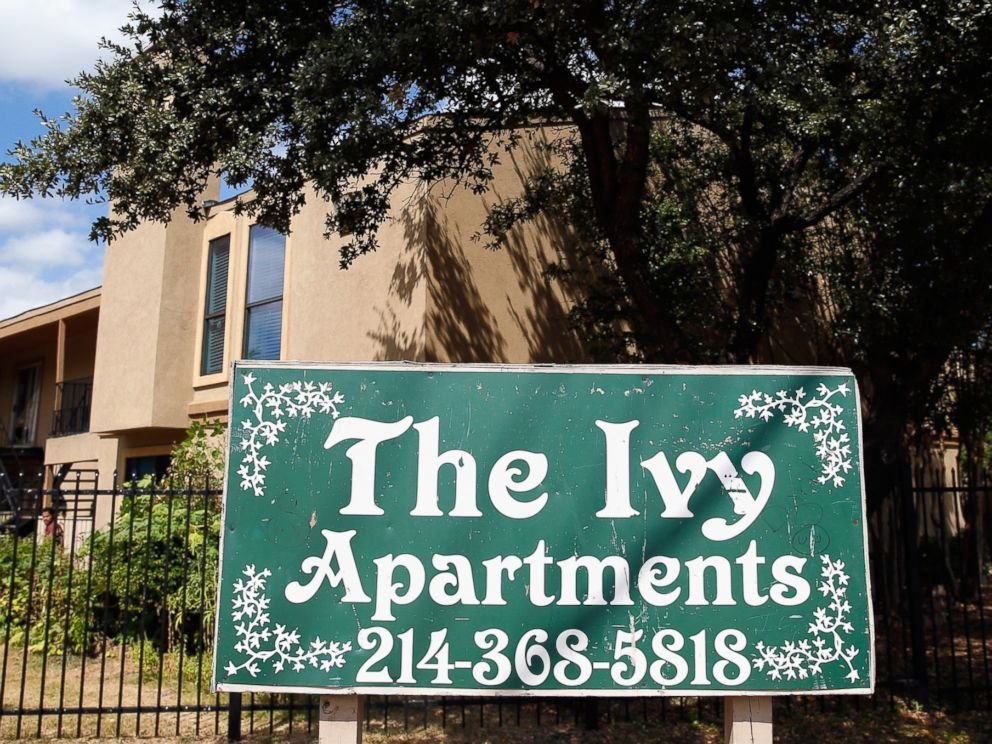 PHOTO: A sign stands near the Ivy Apartments, where the confirmed Ebola virus patient was staying, on Oct. 1, 2014 in Dallas, Texas.