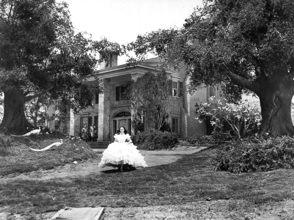PHOTO: Actress Vivien Leigh as Scarlett OHara in Gone with the Wind, directed by Victor Fleming, 1939.