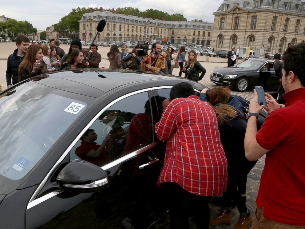 PHOTO: Guests arrivals at the Chateau de Versailes ahead Kanye West and Kim Kardashians pre-wedding dinner on May 23, 2014, in Versailles, France.