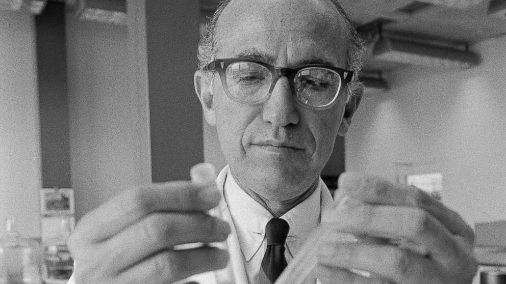 Vị bác sĩ từ bỏ 7 tỷ USD để mang Vaccine bại liệt đến toàn thế giới