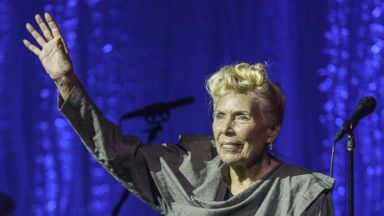 PHOTO: Joni Mitchell performs on stage at Torontos Massey Hall Tuesday June 18, 2013.