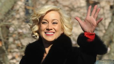 PHOTO: Kellie Pickler attends the 87th annual Macys Thanksgiving Day parade, Nov. 28, 2013 in New York.