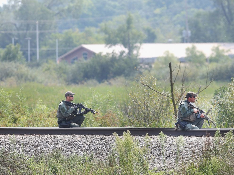 PHOTO:Police officers search an area for suspects involved in shooting an officer, Sept. 1, 2015, in Fox Lake, Ill.