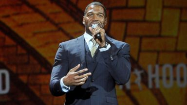 PHOTO: Michael Strahan speaks at the The Robin Hood Foundations 2014 Benefit at Jacob Javitz Center, May 12, 2014, in New York.