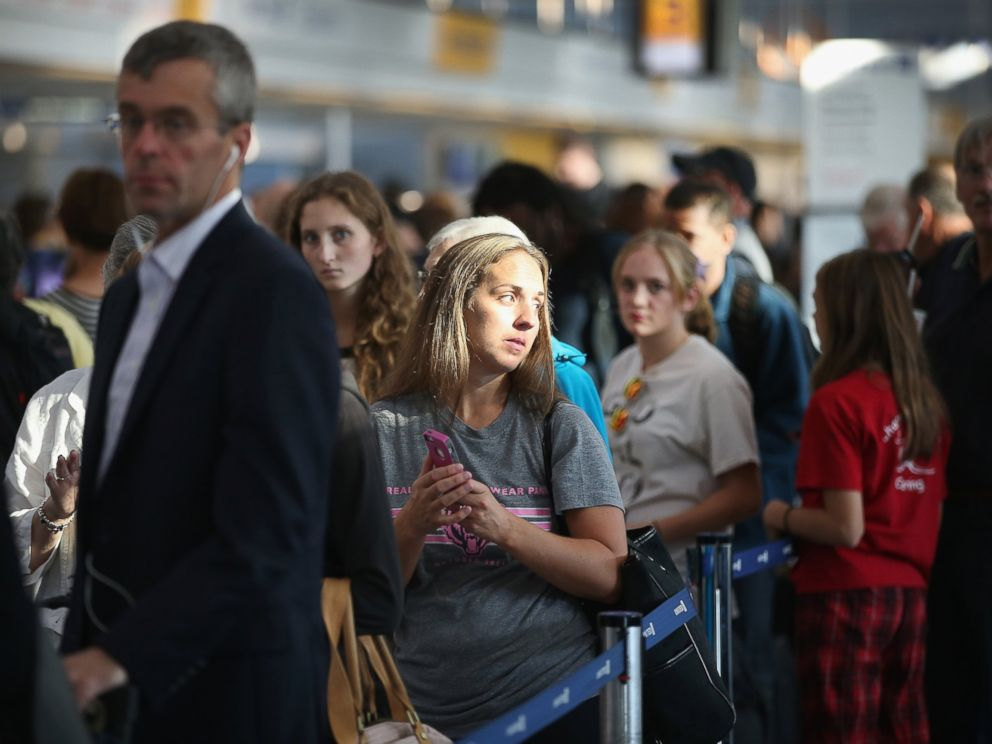 PHOTO: Passengers wait in line to check in for flights at OHare International Airport, Sept. 26, 2014, in Chicago.