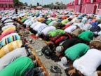 PHOTO: Filipino Muslims pray outside a Mosque in Datu Saudi town as Muslims begin fasting for Ramadan, June 27, 2014, in Maguindanao, Philippines.
