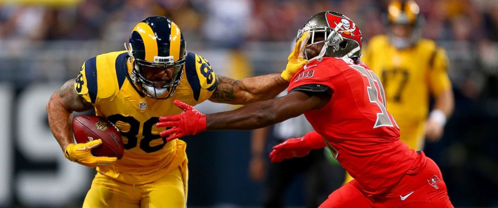 PHOTO: Lance Kendricks #88 of the St. Louis Rams carries the ball as he fends off Major Wright #31 of the Tampa Bay Buccaneers at the Edward Jones Dome, Dec. 17, 2015 in St. Louis, Mo.
