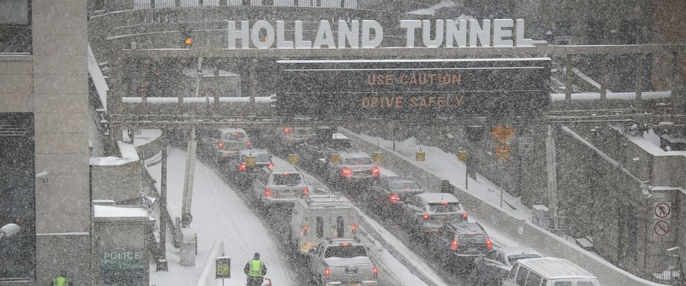 PHOTO: Traffic moves slowly through the snow into the Holland Tunnel from Manhattan during a snowstorm, Jan. 21, 2014 in New York City.