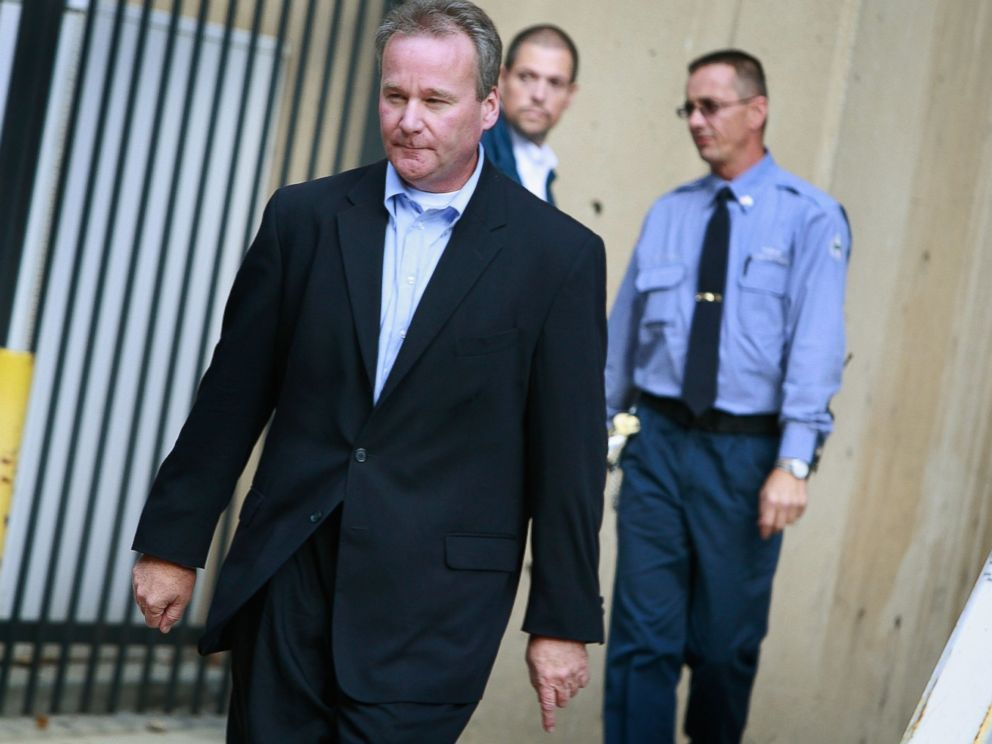 PHOTO: Michael David Barrett leaves the Metropolitan Correctional Center after posting bond, Oct. 5, 2009 in Chicago, Illinois.