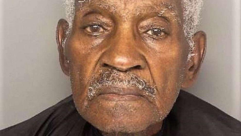 仮面の男に生まれ第二次世界大戦前に逮捕された疑いのある銀行強盗