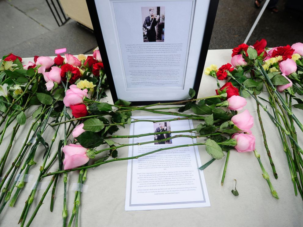 PHOTO: Students pay their respects, Oct. 1, 2010, to first-year student Tyler Clementi, 18, who killed himself shortly after being filmed and broadcast over the Internet during a gay encounter at Rutgers Univeristy in New Brunswick, New Jersey.