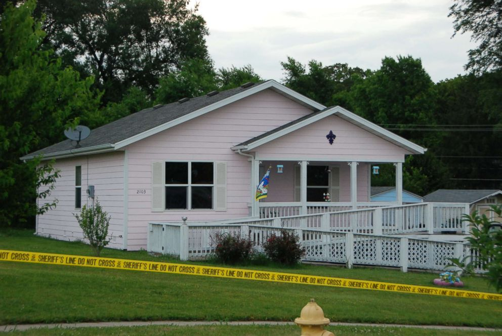 PHOTO: Gypsy Blanchard and her mother Dee Dee lived in this pink house in Missouri built for them by Habitat for Humanity.