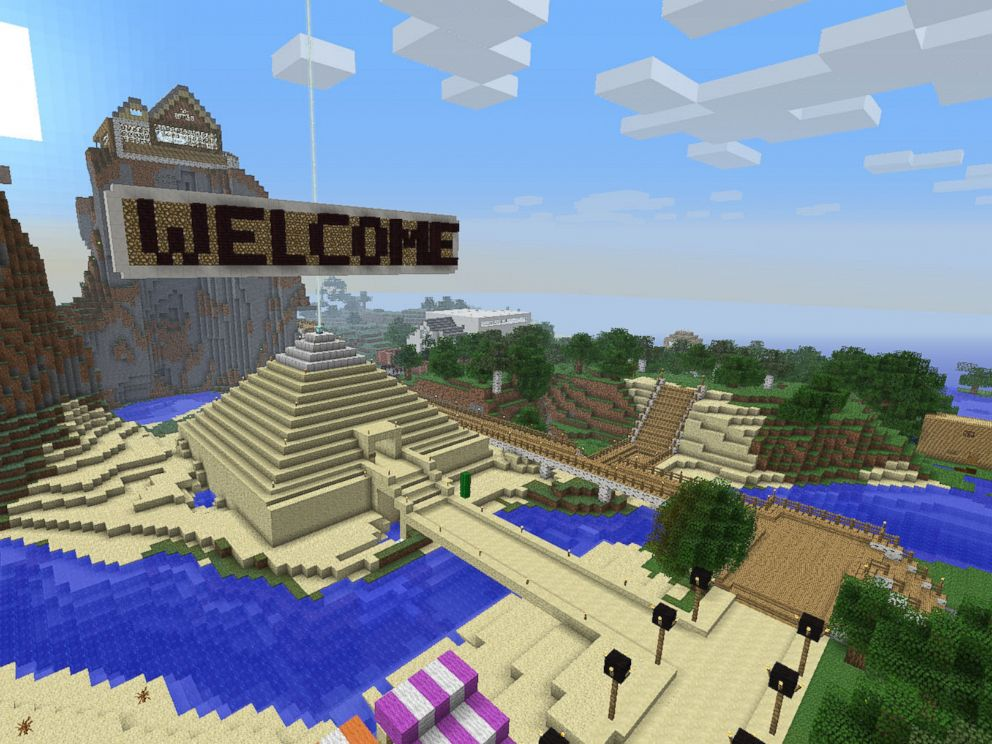 PHOTO: Stuart Duncan is a single father who quit his job to run a Minecraft server for children with autism.