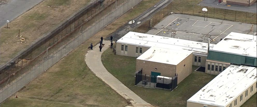 PHOTO: Delaware prison officials say one hostage is dead and a second was rescued after authorities went into a building at the states largest prison in Smyrna, Delaware, Feb. 2, 2017.