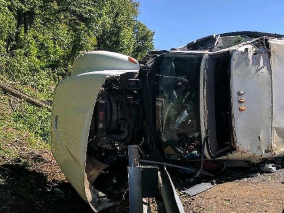 Bus carrying 8th-graders overturns on I-95 in Maryland