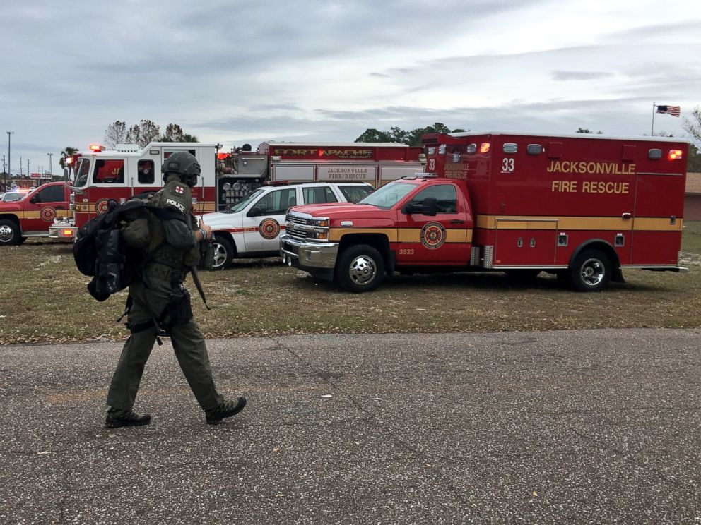 PHOTO: Emergency vehicles are seen in near a reported hostage situation in Jacksonville, Florida, Dec. 1, 2016.