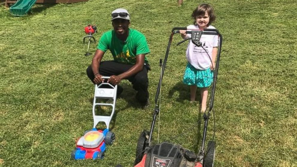 Man Starts Free Lawn Mowing Service My Way Of Making A Difference Is With A Lawnmower Abc News