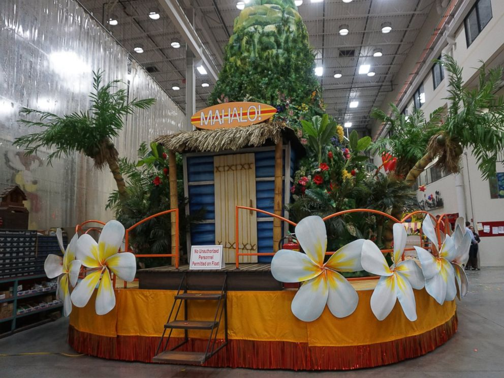 PHOTO: The Aloha Spirit Kings Hawaiian float set to debut in the Macys Thanksgiving Day Parade 2016.