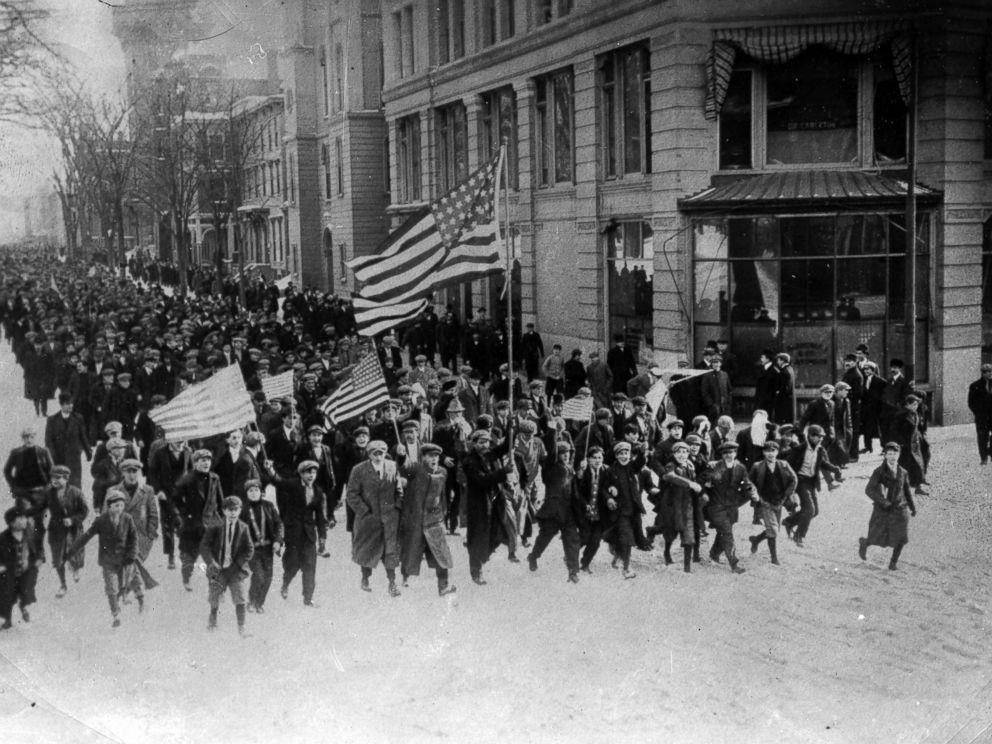 PHOTO: Lawrence Strike, Strikers, 1912.