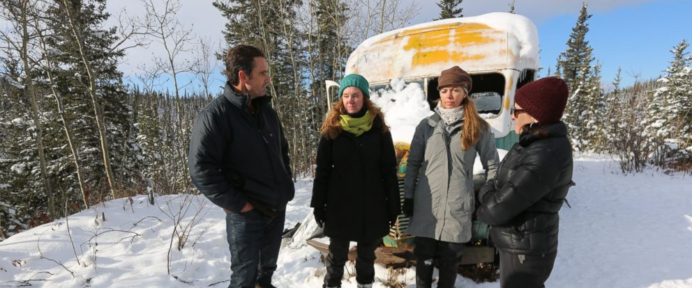 Sisters Shelly McCandless (center left) Carine McCandless (center right) and Shawna McCandless (far right) talk with ABCs Bob Woodruff (far left) about their brother Chris McCandless.