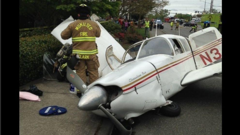 Dramatic video captures small plane crash in Washington - ABC News