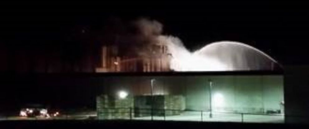 PHOTO: Emergency officials respond to an explosion at the Didion Milling plant in Cambria, Wisconsin.